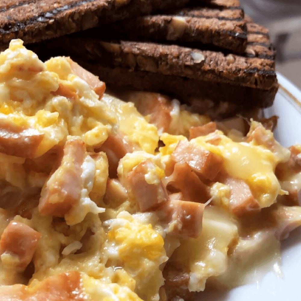 Beljakovine ali OH za zajtrk?